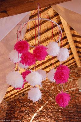 Boules en plumes pour décoration de salle