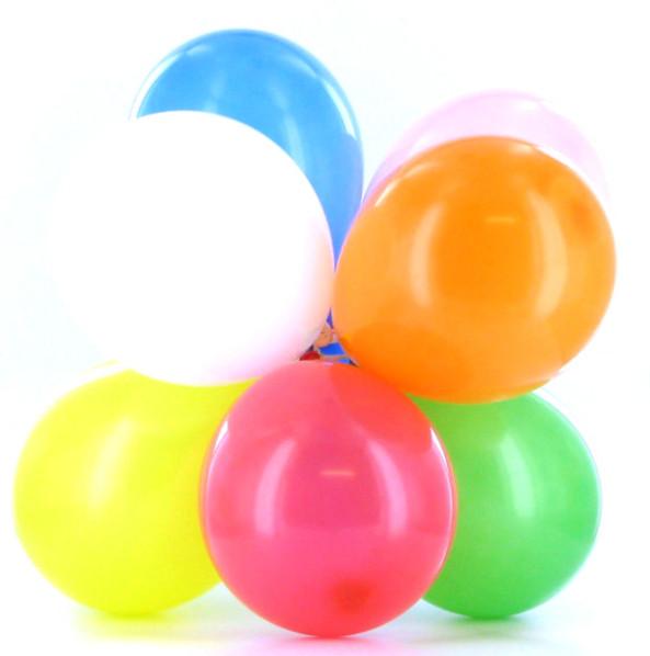 Décoration de salle de mariage avec des ballons