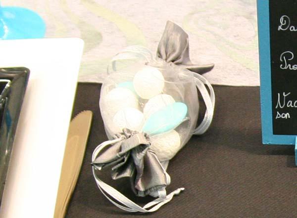 Décoration de table : turquoise, noir et blanc / Contenant à dragées mariage