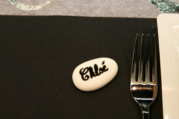 Décoration de table : turquoise, noir et blanc / Galet marque-place