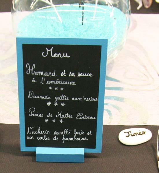Décoration de table : turquoise, noir et blanc / Menu avec une ardoise turquoise