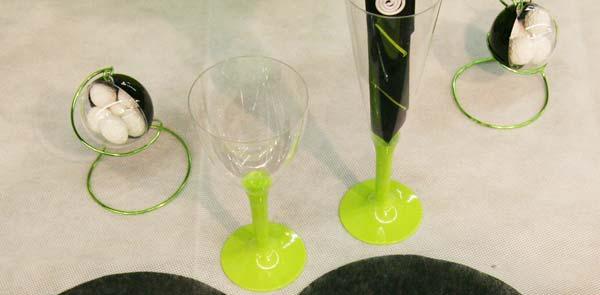 Décoration de table en vert, noir et blanc : verres
