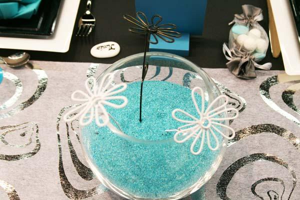 Décoration de table : turquoise, noir et blanc / vase centre de table