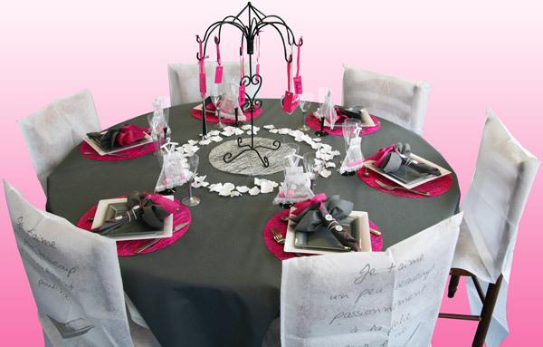 Décoration de table, gris et fuchsia