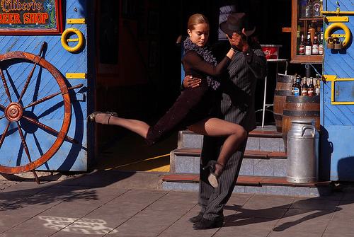 Couple qui danse le Tango à Buenos Aires