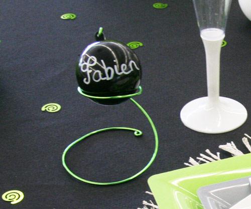 Décoration de table vert anis et noir, boule plexi