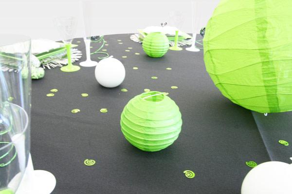 Décoration de table vert anis et noir, boules chinoises