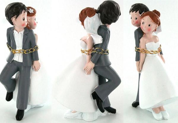 Couple de mariés, dos à dos, hauteur 15 cm