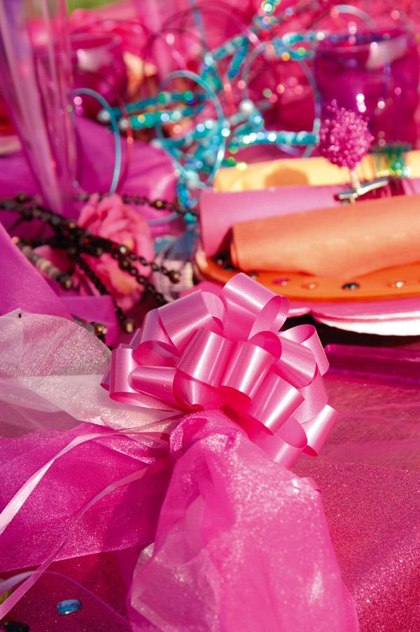 Décoration de table couleur fuchsia