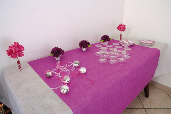 Table de vin d'honneur fuchsia