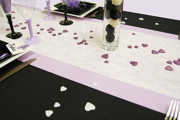 D coration de table l gante parme noir et blanc for Chemin de table gris et blanc