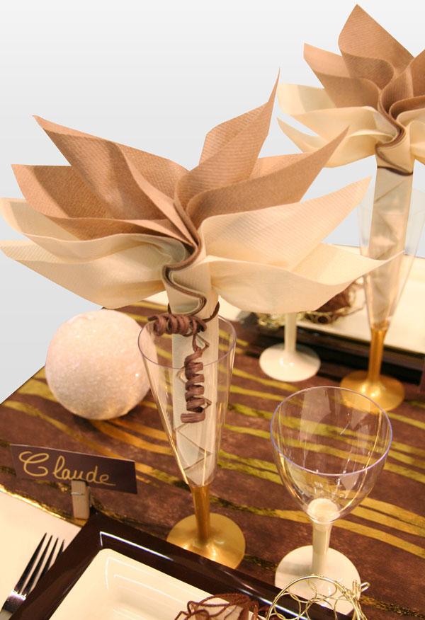 Décoration de table chocolat or et blanc