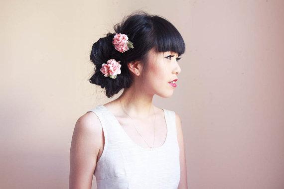 Habillez vos cheveux de jolies fleurs...
