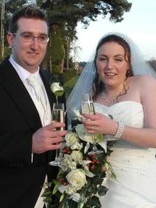 Ils se marient grâce à un faux numéro