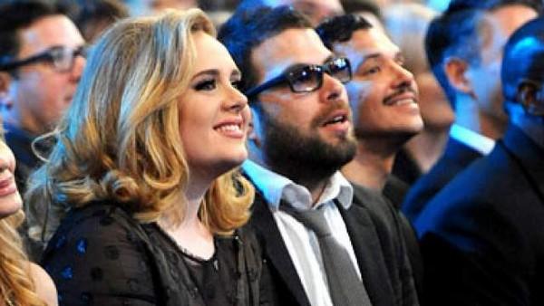 Adele er son fiancé Simon Konecki