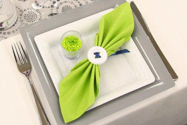 decoration de table gris et vert anis. Black Bedroom Furniture Sets. Home Design Ideas
