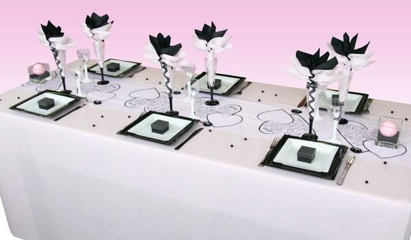 Une décoration de table à pois, très chic