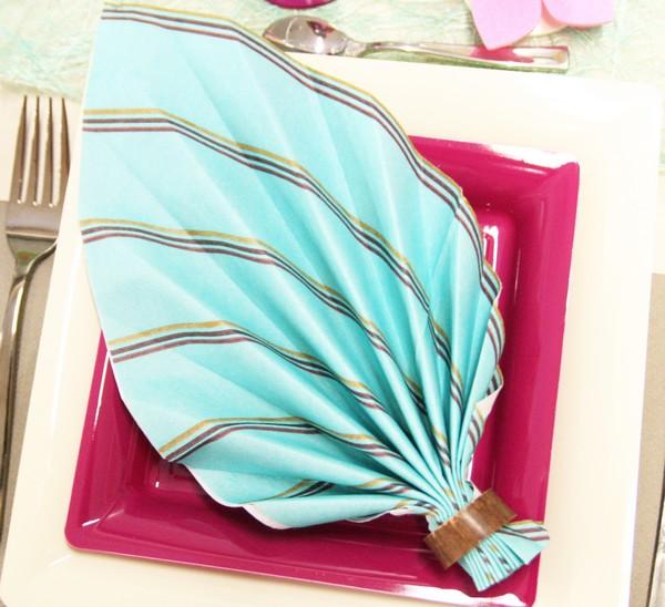 Pliage de serviettes en forme de feuille de palmier