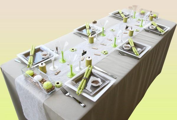 Une décoration de table bambou, en vert et taupe