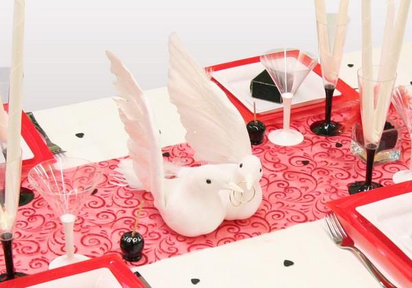 Decoration De Table Colombes En Rouge Noir Et Blanc