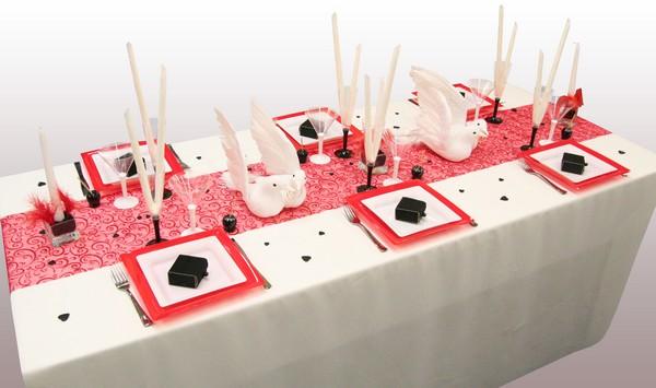 Décoration de table Colombes, en rouge, noir et blanc