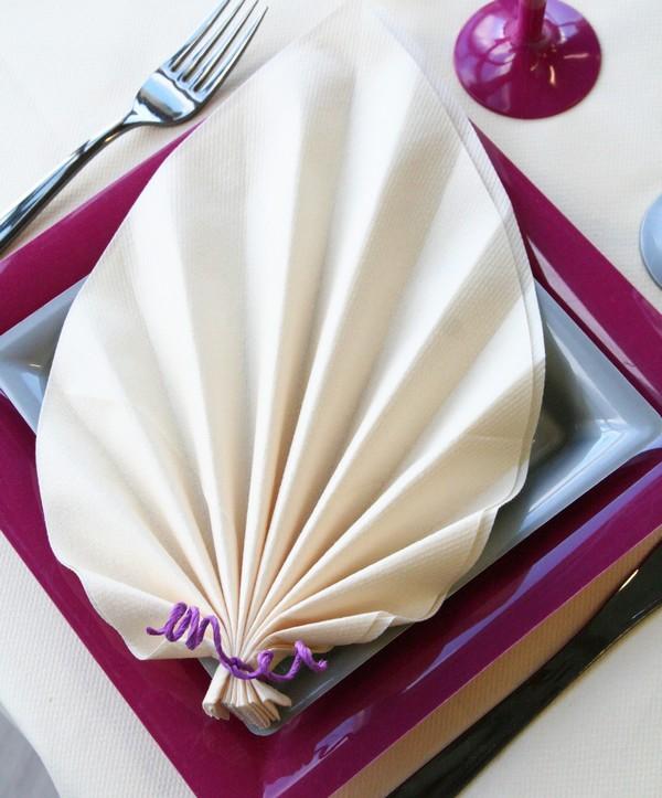 Pliage de serviette en forme de feuille de palmier