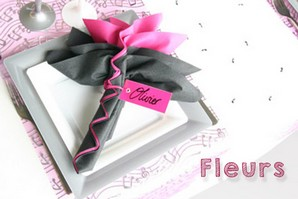 Pliage de serviette en forme de fleurs