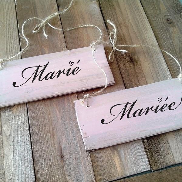 Coup de ♥ : des pancartes pour les chaises des mariés