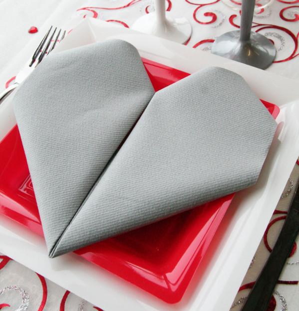 Une table sp cial anniversaire de mariage d coration - Decoration serviette de table mariage ...