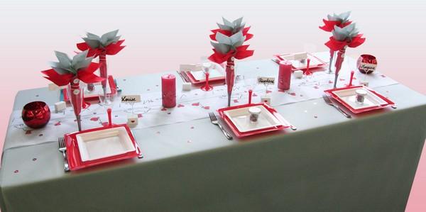 d coration de table de mariage rouge c urs d coration f te mariage. Black Bedroom Furniture Sets. Home Design Ideas